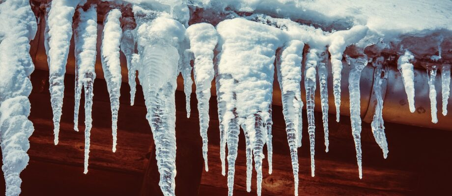 6 Ways Cold Weather Can Affect Your Roof